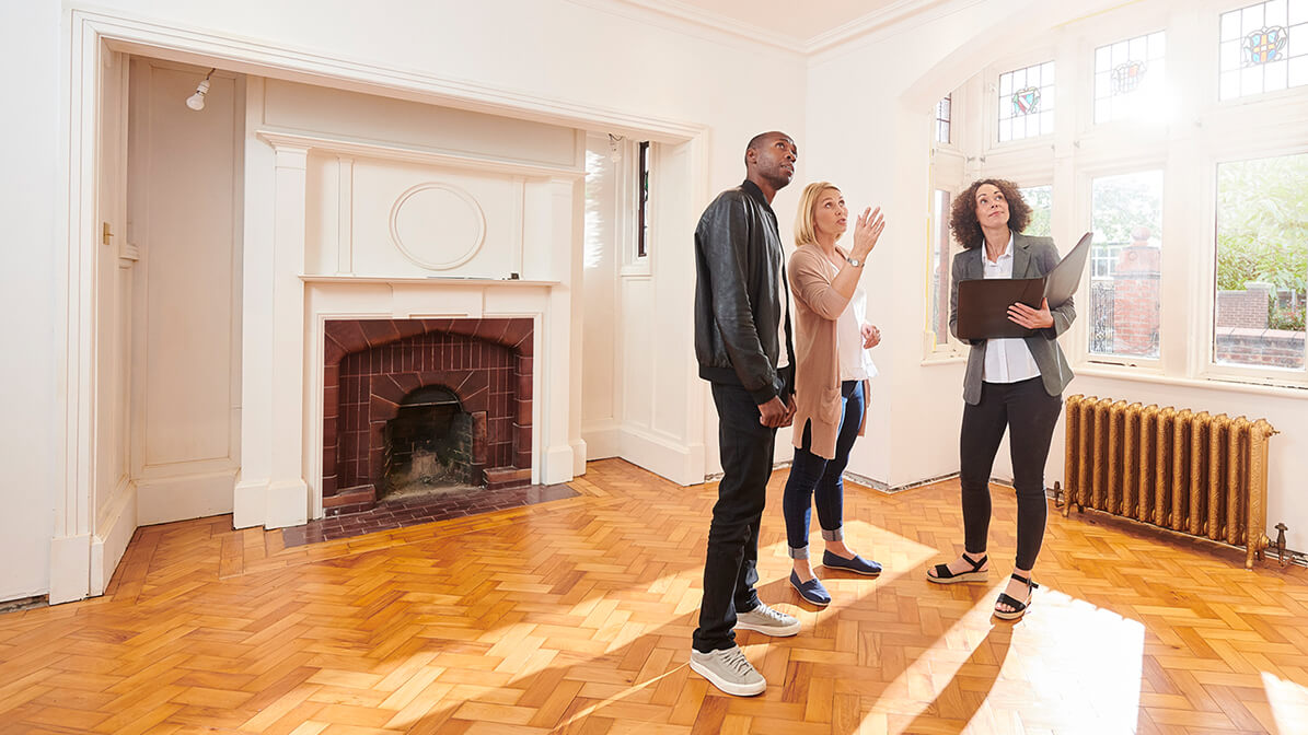 Questions To Ask When Viewing A House | Simon Blyth Estate Agents